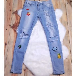 🎀 Urban Heritage Distressed Embroider Patch Jeans